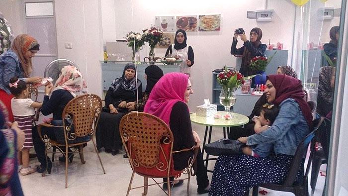 مقهى نون في غزة .. السمر والسهر والجلسة الهادئة لنساء غزة فقط - صورة