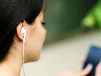 """""""مطلقات راديو"""": أول إذاعة عربية على الإنترنت لدعم المُطلّقات"""