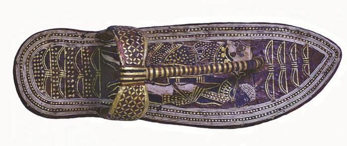 تاريخ الأحذية - صندل-توت-عنخ-آمون-للأعداء