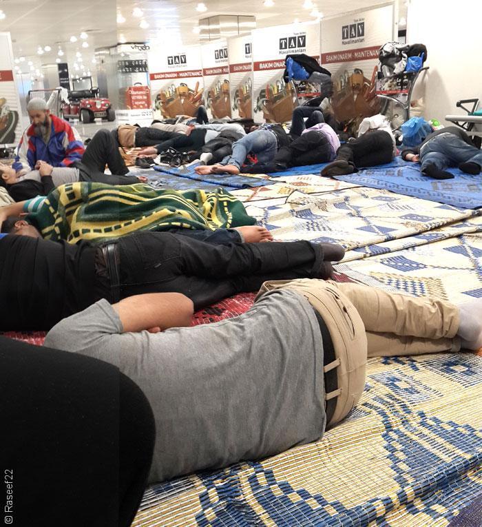 قصص المعتقلين في سجن مطار إسطنبول الدولي - صورة 1