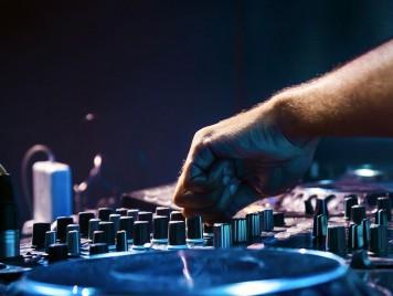 أن تكون DJ في العالم العربي