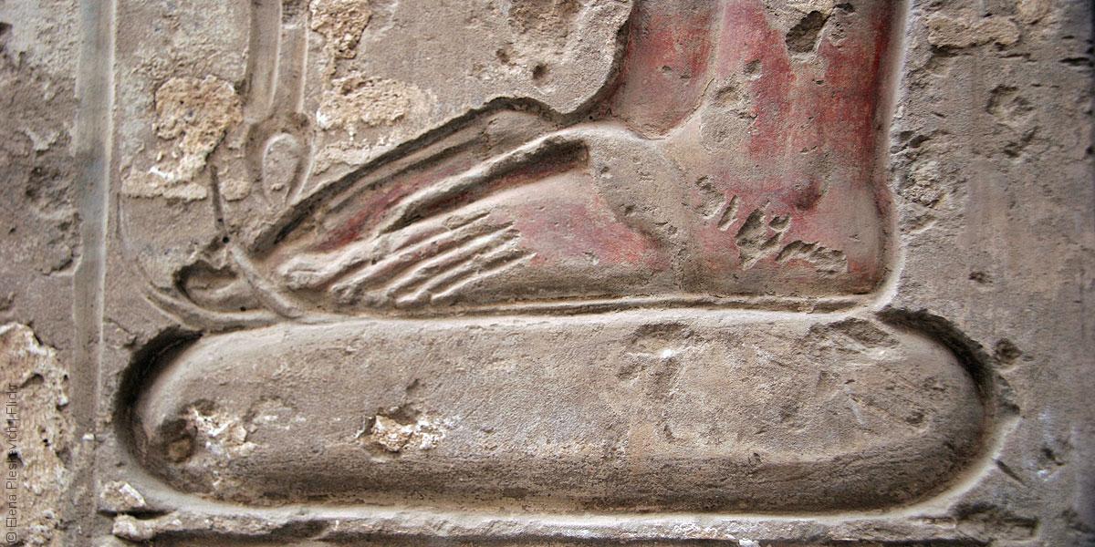 تاريخ الأحذية، من صندل الملك إلى أداة لسحق الأعداء