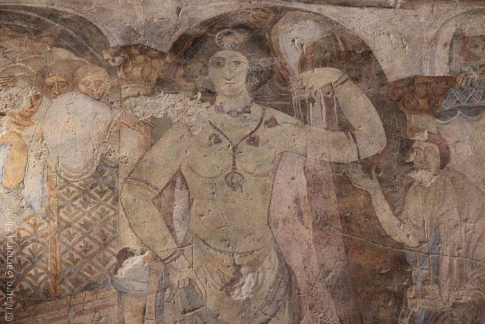 قصر أموي - قصر قصير عمرة - المرأة اللغز