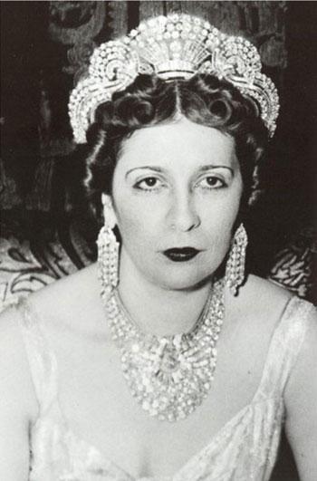 عقد الملكة نازلي