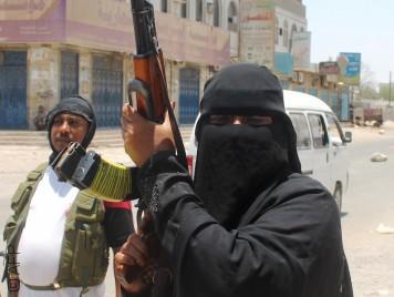 شابات حملن السلاح في وجه الحوثيين