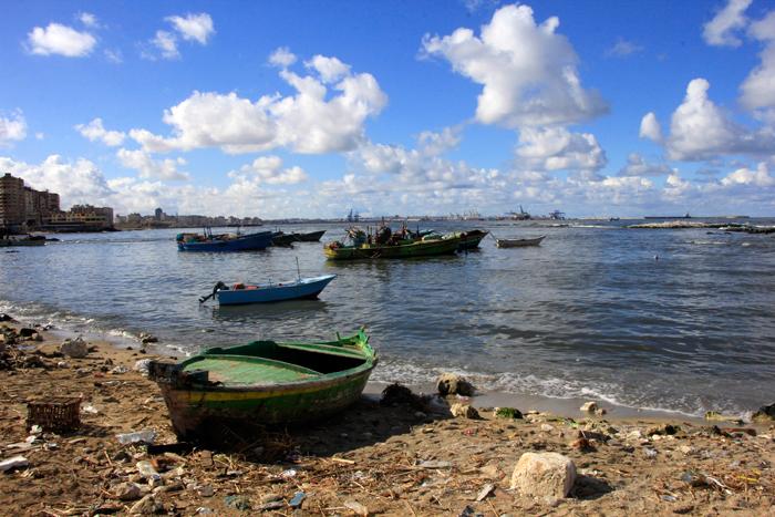 حي المكس في الإسكندرية - مراكب صيد في البحر