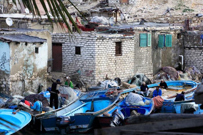 حي المكس في الإسكندرية - مراكب صيد قرب المنازل