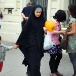 الإسلاموفوبيا تهدّد تماسك المجتمع الفرنسي