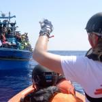 """""""طريق المصاعب إلى أوروبا"""": أرقام صادمة عن أزمة اللاجئين"""