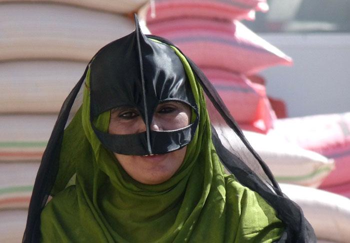 البرقع - امراة تضع قناع