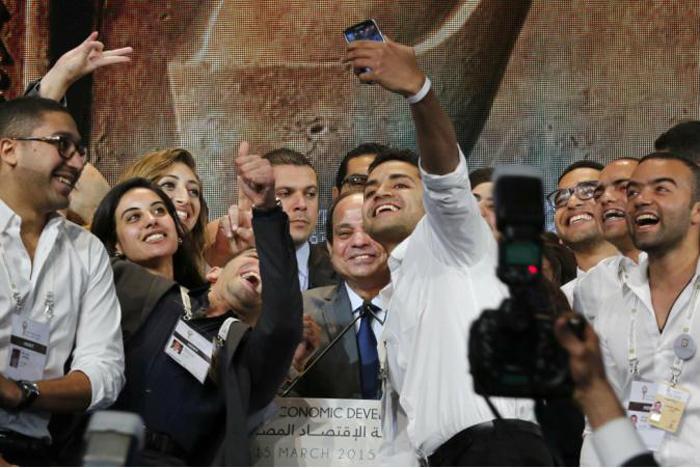 السياسيين العرب والسيلفي - السيسي