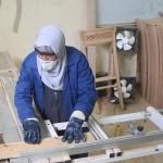 """""""ماجدة"""" التي أصبحت نجارة ماهرة في غزة"""
