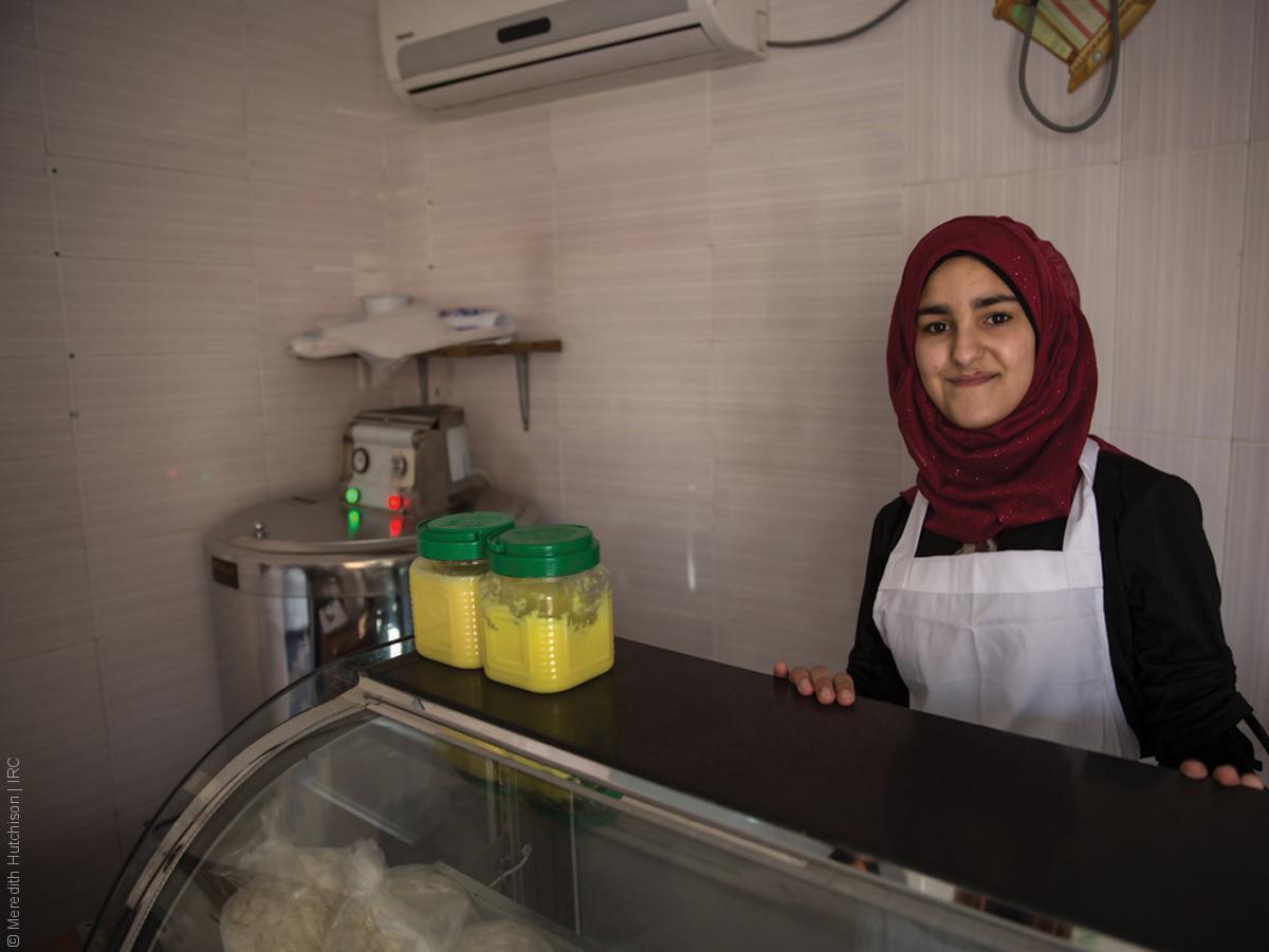 فتيات لاجئات - طفلة سورية محجبة