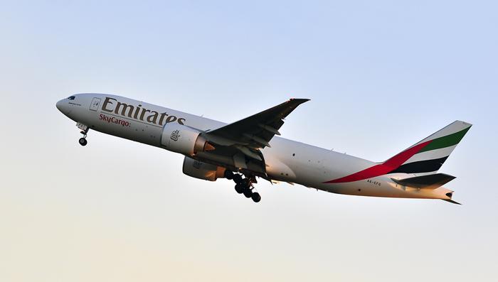 ارقام قياسية عربية - طائرة إماراتية