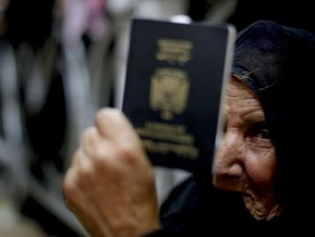 هل تعلمون أن للفلسطينيين 5 أنواع من الوثائق الثبوتية الشخصية؟