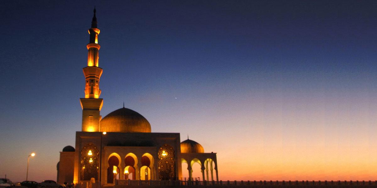 في غزة: أناس مشردون ومساجد خمسة نجوم