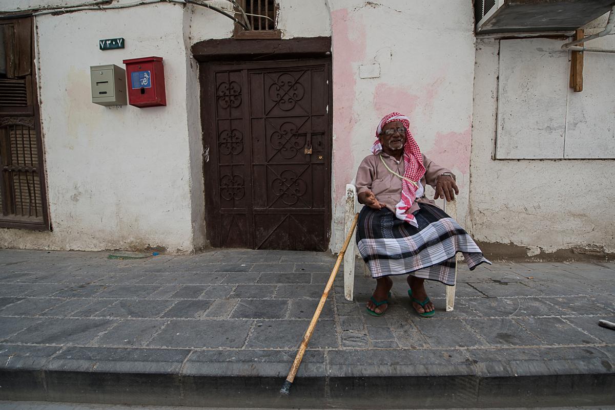 حسين الموسوي ومريم العرب - رجل عجوز