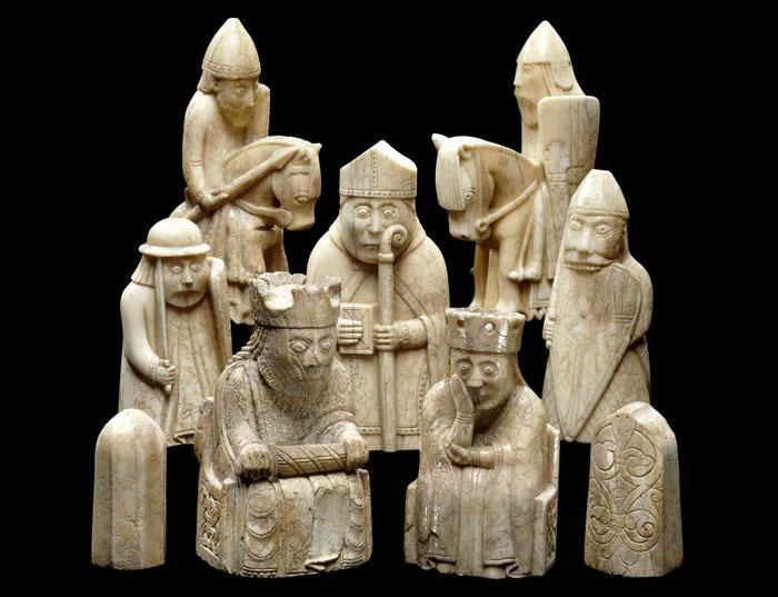 """من المتحف البريطاني، شطرنج """"لويس"""" من القرن الثاني عشر.  من أهم وأشهر مجموعات الشطرنج في تاريخ العصور الوسطى."""