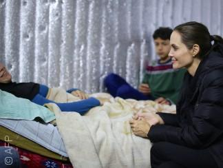 على خطى أنجلينا جولي: محاولات إنسانية لفنانين عرب