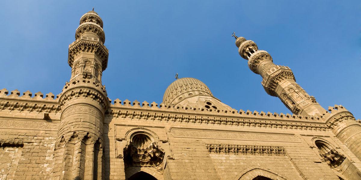حكاية المسجد الوحيد في مصر الذي يجمع بين الصلبان المسيحية والآيات القرآنية