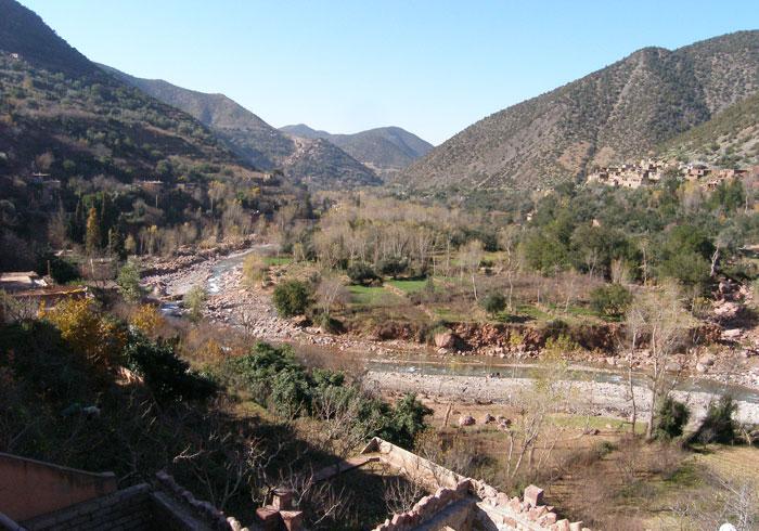 نهر في وادي