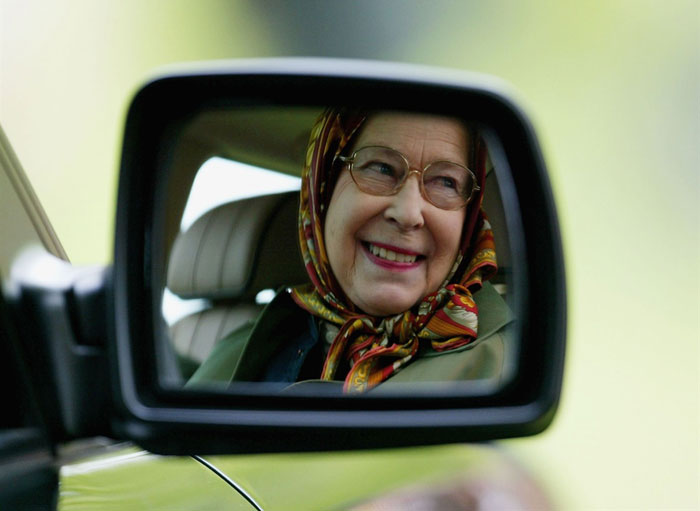 Queen-Elizabeth-in-her-Car