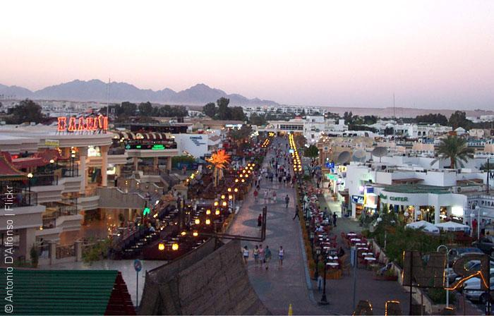 Sharm_el_Sheikh,_King_of_Bahrain_Street__Antonio-D'Alfonso_Flickr