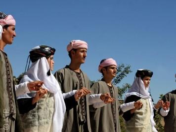 الإيزيديون... خوف من المسلمين وعلاقة ملتبسة بالأكراد