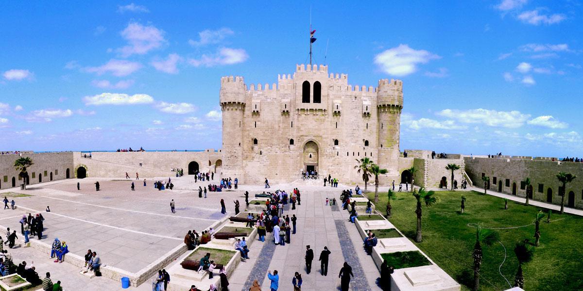 وزارة الآثار المصرية تواجه الركود السياحي بتحويل المعالم التاريخية لحفلات زفاف شعبية