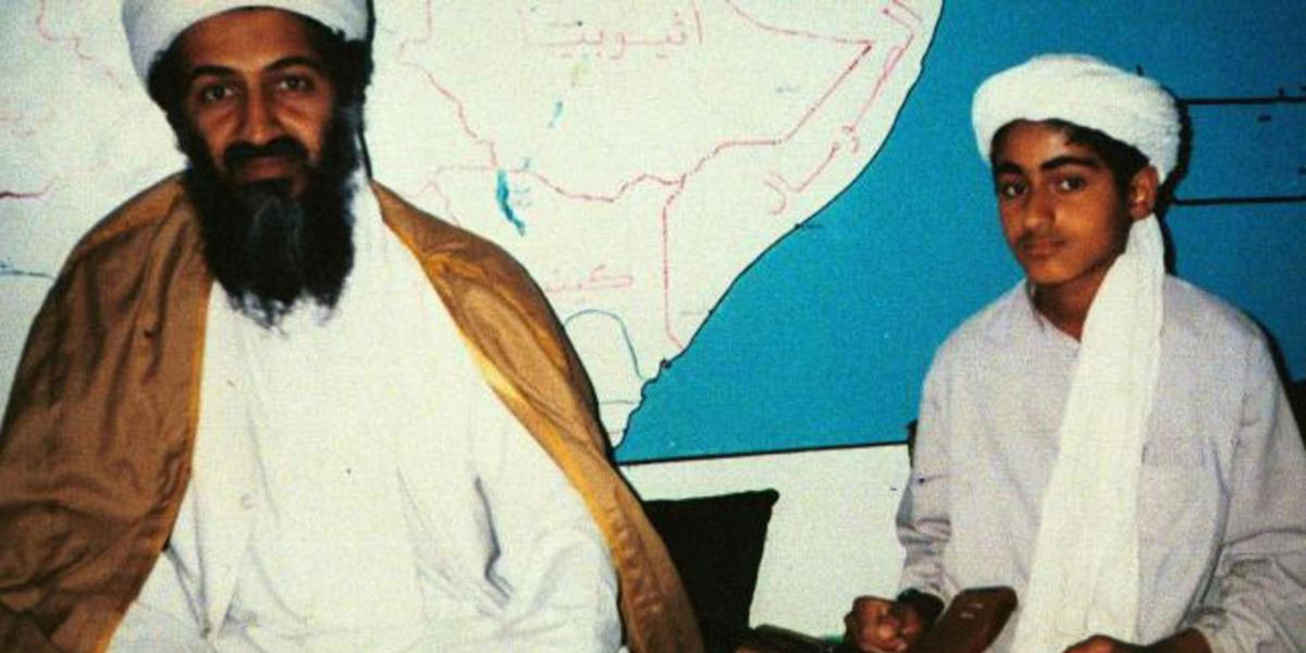 """كيف ظهر حمزة بن لادن؟ وهل يعيد الكاريزما إلى """"القاعدة""""؟"""
