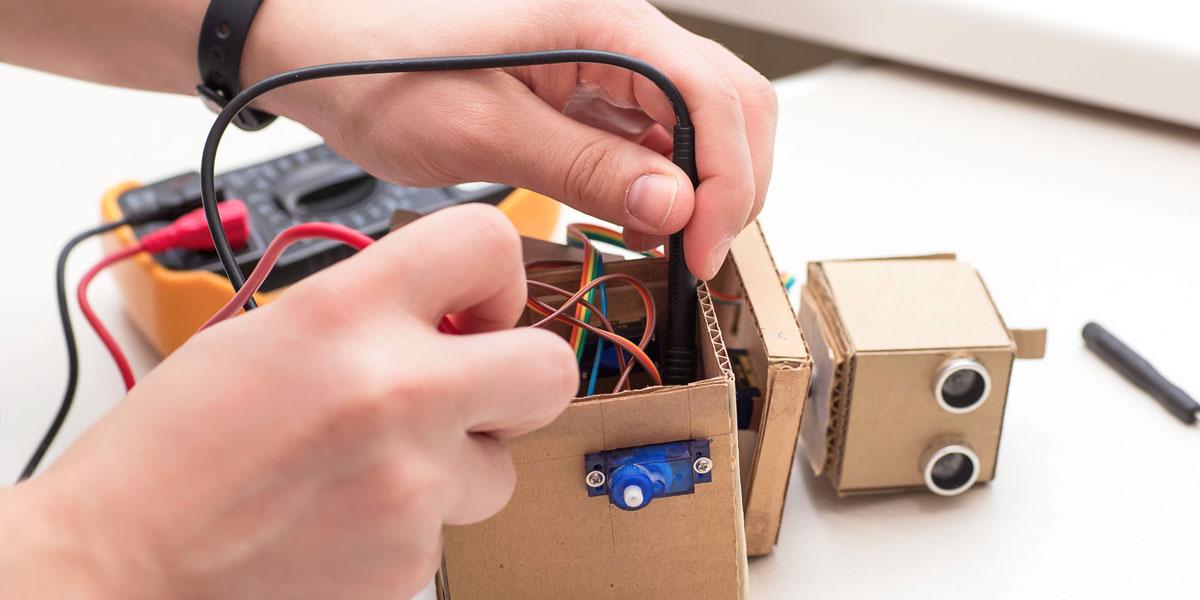 ما هو الروبوت التعليمي الذي يُدرّس للطلاب؟