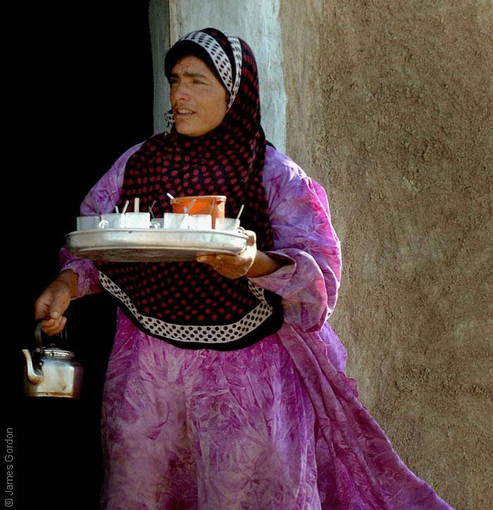 Yezidi_woman_in_a_village_near_the_Sinjar_Mountain_Range_James-Gordon-