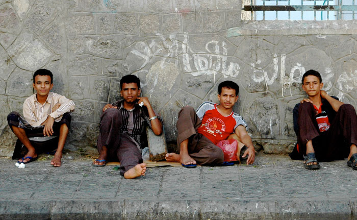 Boys-hanging-out-eating-Qat,-Yemen_Jeff_Black_Flickr