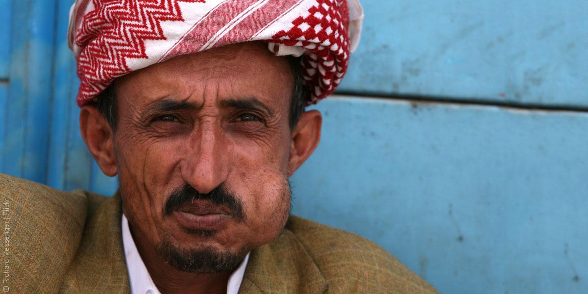 اليمنيون والقات… حكاية القطة والفأر