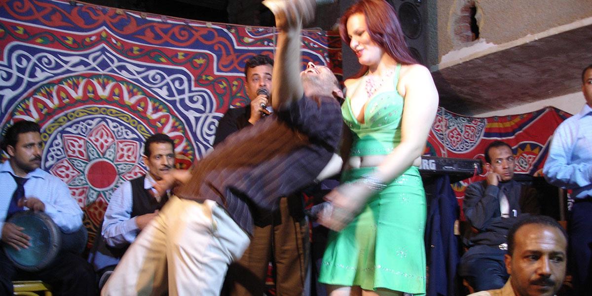 الأغاني الإباحية في أفراح صعيد وقرى مصر ودلالتها