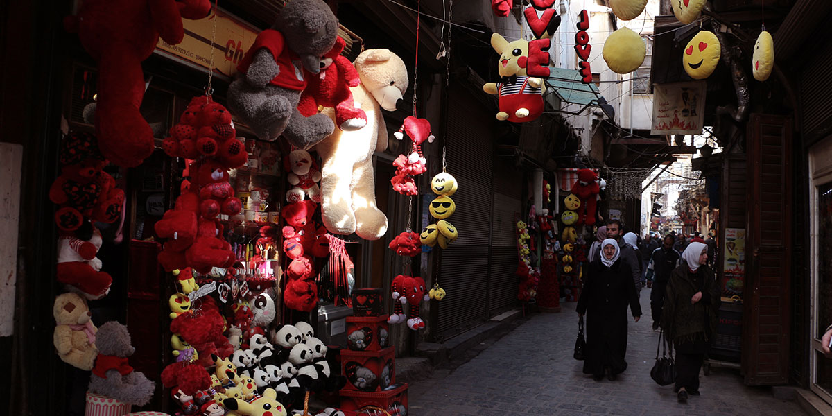 هدايا عيد الحب في دمشق: قارورة غاز وتنكة بنزين باللون الأحمر