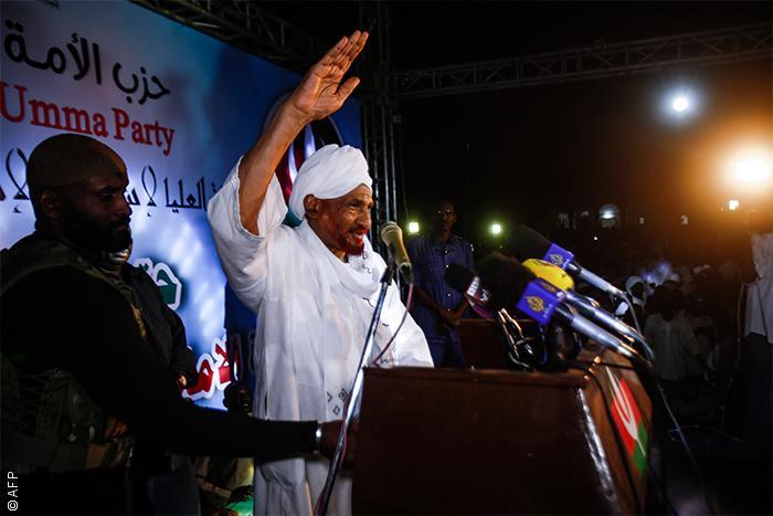 السودان: مدن تنتفض ضد غلاء المعيشة والسلطات تفرض حظر التجوال