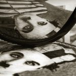 في ذكرى رحيل تشارلي تشابلن: لماذا يُهمّش المُشاهِد الأصمّ؟