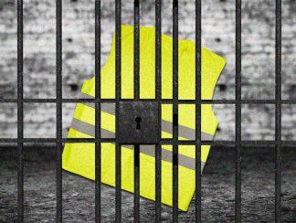رعب السترات الصفراء يبلغ ذروته .. مصر تلقي القبض على محامٍ بسترة صفراء
