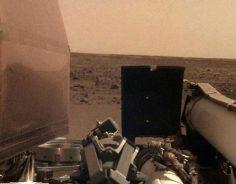 """""""هذا أنا على المريخ"""" حمّى السيلفي تصيب المسبار إنسايت"""