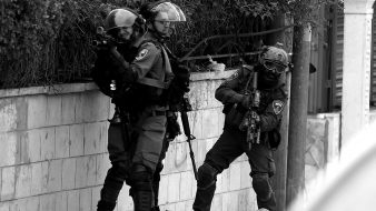 """إسرائيل تقتحم رام الله بعد عملية إطلاق نار قرب مستوطنة """"عوفرا"""""""