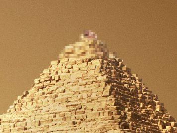 """""""جنس فوق الهرم"""" يثير حنقَ المصريين"""