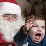 """لماذا يشعر بعض الأطفال بالذعر عند الجلوس في حضن """"سانتا كلوز""""؟"""