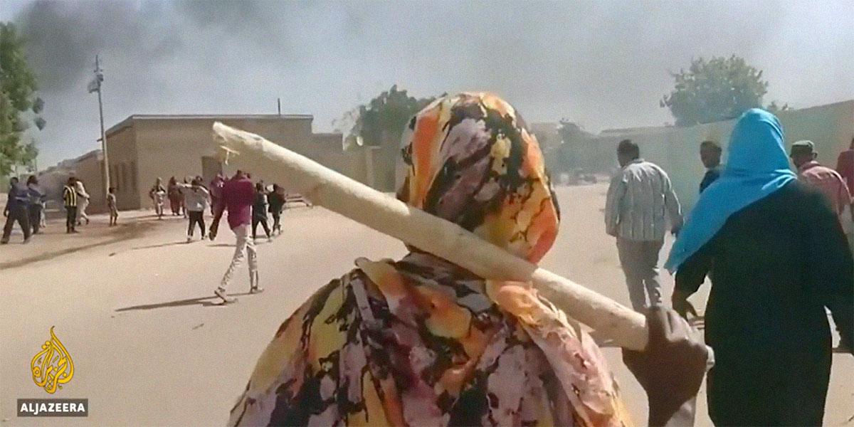 احتجاجات السودان في يومها السادس: الجيش يعلن موقفه ودول عربية تحذر رعاياها