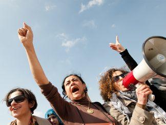 العفو الدولية: 2018 عام مقاومة المرأة في الشرق وتزايد الكراهية في الغرب