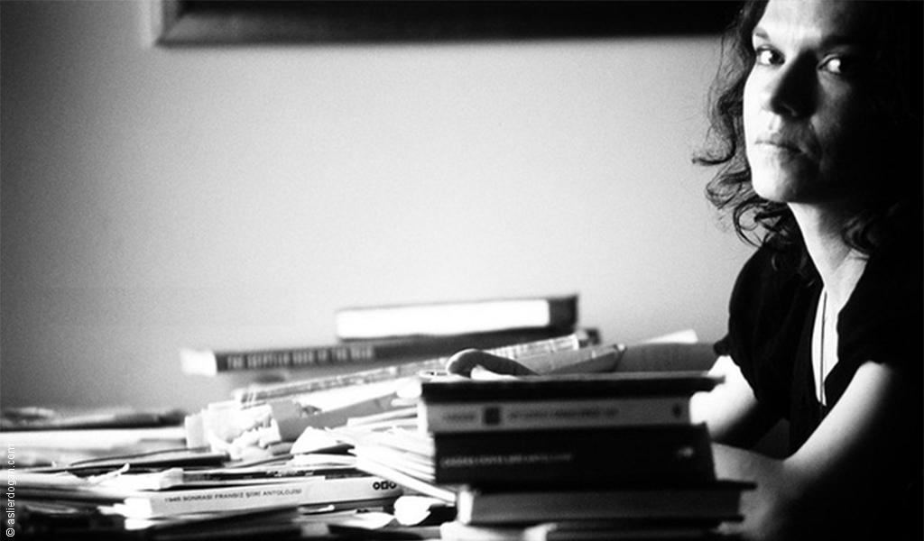 ماذا يمكن لكاتبة أن تفعله لتهدّد نظاماً ويتمّ اعتقالها؟