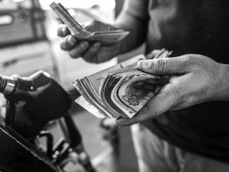 كيف سيعيش فقراء مصر بعد إعلان الدولة نيتها رفع الدعم عن المحروقات؟