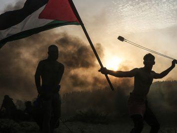 شُبهت بلوحة لاكروا….صورة متظاهر فلسطيني من بين الأفضل في العالم