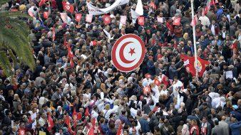 آلاف التلاميذ التونسيين في مسيرات احتجاجاً على تعطيل الدروس