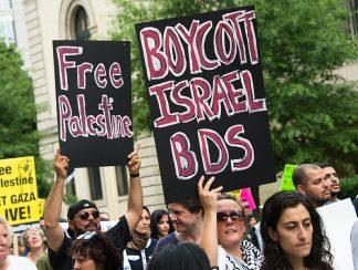 """""""السابقة الخطيرة""""... عن مشروع قانون محاسبة مُقاطعي إسرائيل وأسباب رفض الديمقراطيين وانقساماتهم"""